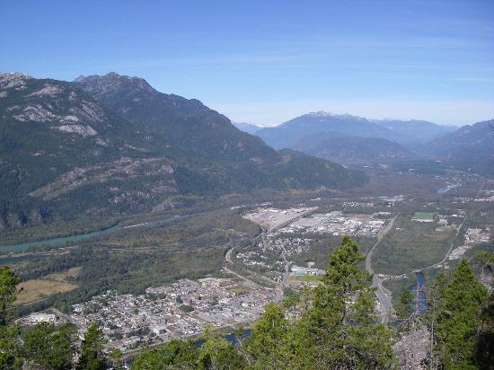 Howe Sound Inn: Looking down into Squamish