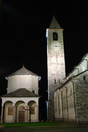 Villa Azalea: Church tower at night
