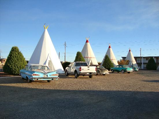 Wigwam Motel: I love the old cars outside the wigwams.