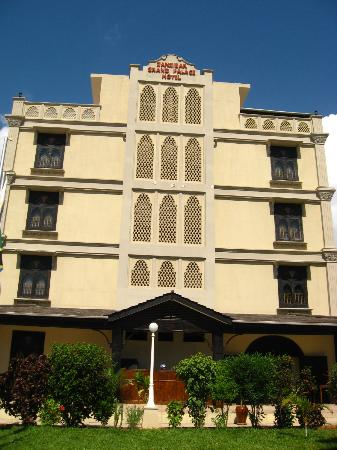 Zanzibar Grand Palace Hotel: Outside view of hotel
