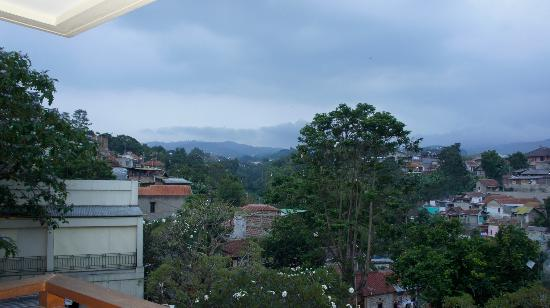 Sheraton Bandung Hotel &amp; Towers : The view from our room. Half valley half house 