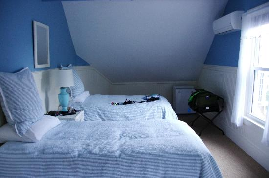 Nonantum Resort: Our room (3 single beds & a double or queen bed)