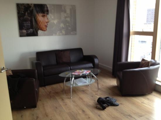 Staycity Serviced Apartments Laystall St: living room 901