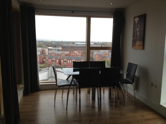 Staycity Serviced Apartments Laystall St: dining area 901
