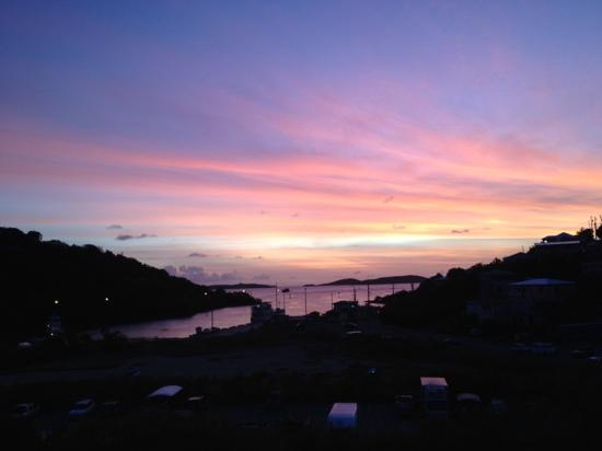 St. John Inn: amazing sunset view from the deck! plus free cocktails!