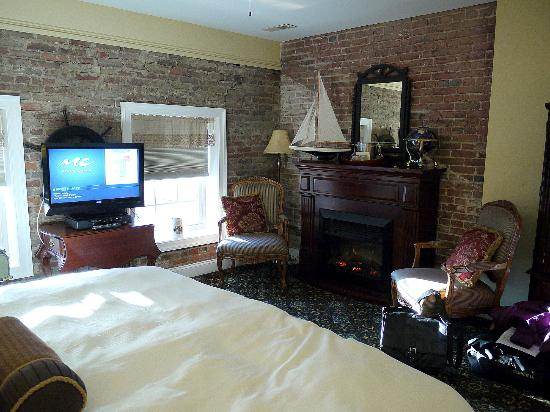 The Old Brick Inn: Captain's Quarters - facing fireplace.