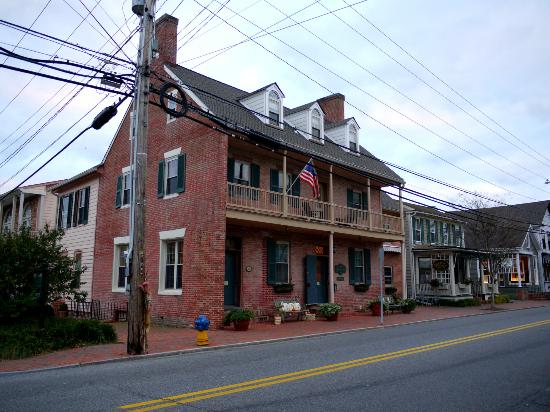 The Old Brick Inn: Exterior of Main house - Old Brick Inn