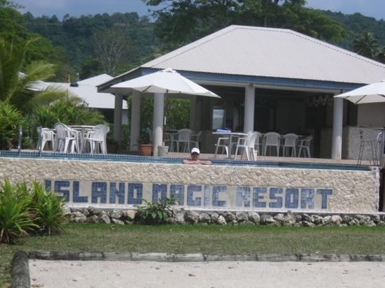 Island Magic Resort: pool and bbq area
