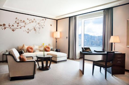 The Peninsula Hong Kong: Deluxe Harbour View Suite