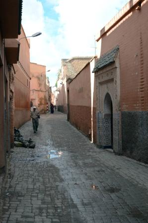 Riad Zolah: alley (from parking street ) leading to riad