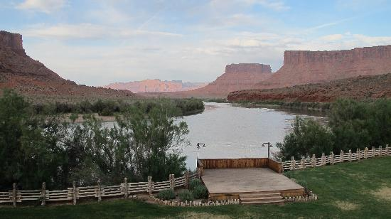 Red Cliffs Lodge: View from restaurant deck