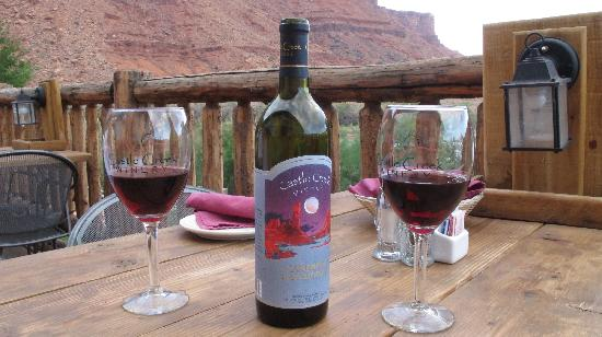 Red Cliffs Lodge: Great winery on site
