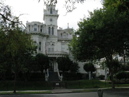 Holiday Inn Express Sacramento Convention Center: Historic Governor Mansion
