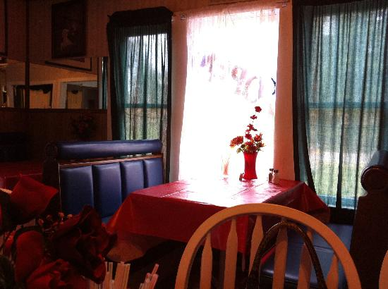 Linden, TX: Table by the window