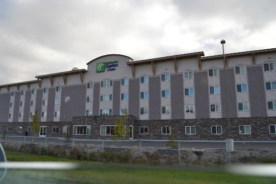 Holiday Inn Express Hotel & Suites Fairbanks: hotel facade