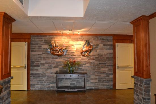 Holiday Inn Express Hotel & Suites Fairbanks: lobby