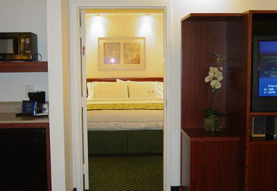 Fairfield Inn & Suites San Francisco-San Carlos: One-Bedroom Suite