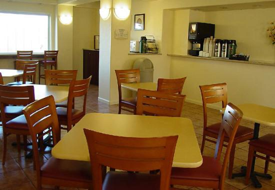 Fairfield Inn & Suites San Francisco-San Carlos: Breakfast Area
