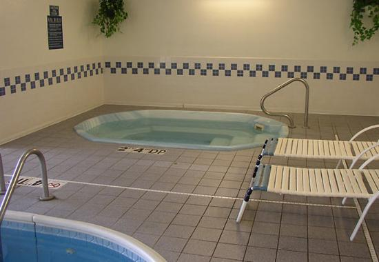Fairfield Inn Dubuque: Indoor Spa