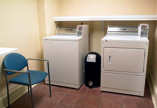 Fairfield Inn Jacksonville Airport: Guest Laundry