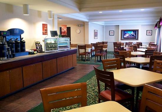 Fairfield Inn Jacksonville Airport: Breakfast Room