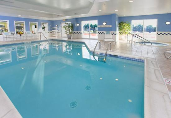 Fairfield Inn &amp; Suites Dover: Indoor Pool &amp; Spa