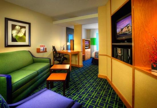 Fairfield Inn & Suites Sarasota Lakewood Ranch: Suite Living Area