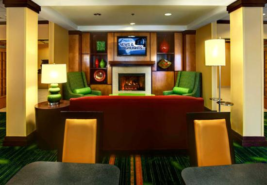 Fairfield Inn & Suites Sarasota Lakewood Ranch: Breakfast Lounge Area