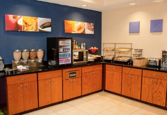 Fairfield Inn Middletown: Complimentary Breakfast Buffet
