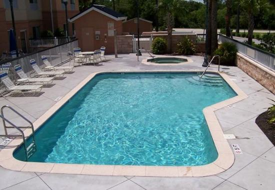 Fairfield Inn & Suites Sarasota Lakewood Ranch: Outdoor Pool & Spa