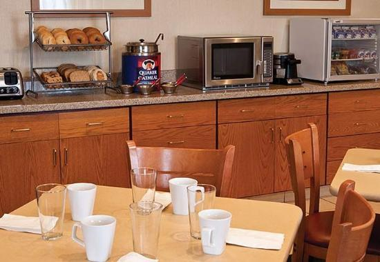 Fairfield Inn Cheyenne: Breakfast Area