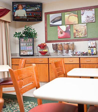 Fairfield Inn Holland: Breakfast Dining Area