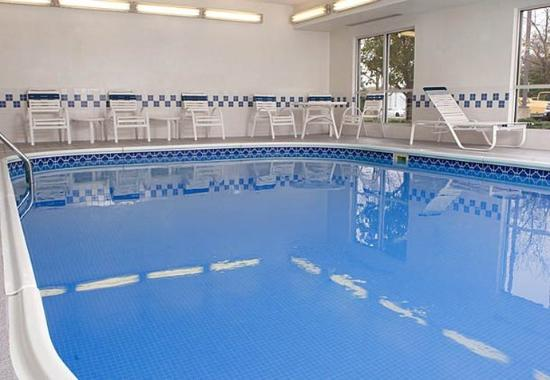 Fairfield Inn Holland: Indoor Pool