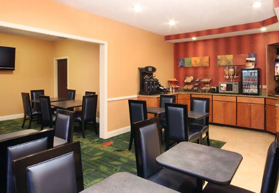 Fairfield Inn & Suites I-10 Lafayette: Breakfast Bar