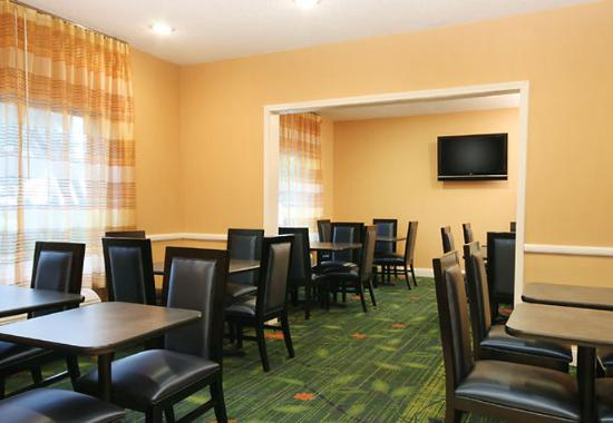 Fairfield Inn & Suites I-10 Lafayette: Breakfast Dining Area