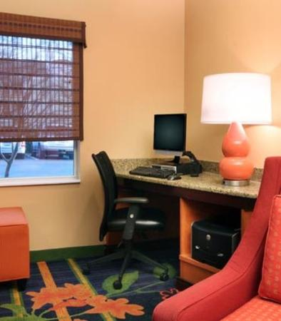 Fairfield Inn &amp; Suites Gulfport: Business Center