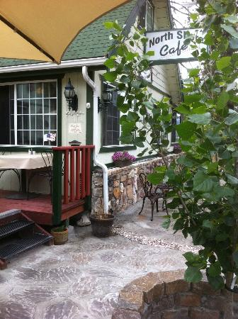 Fawnskin, CA: Summer At The Cafe