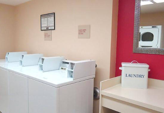 TownePlace Suites San Jose Cupertino: Laundry Facilities