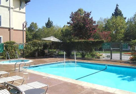 TownePlace Suites San Jose Cupertino: Outdoor Pool