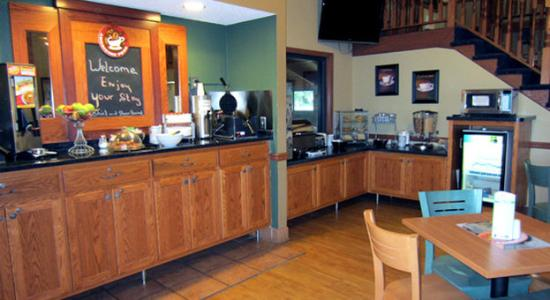 AmericInn Lodge &amp; Suites Hutchinson: Americ Inn Hutchinson Breakfast