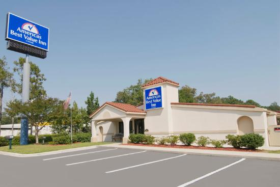 Americas Best Value Inn Myrtle Beach: Exterior With Sign