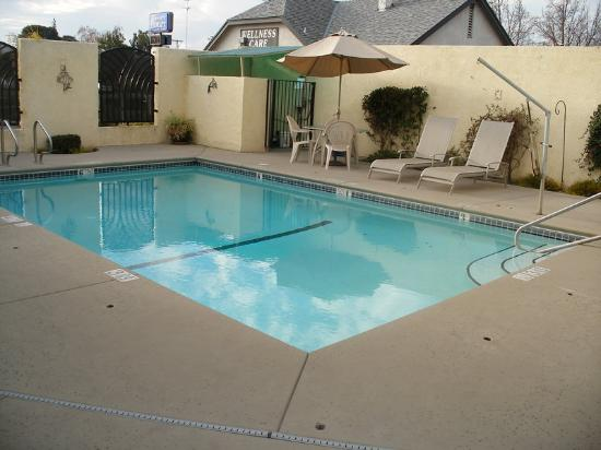 Holiday Inn Express Oakdale: Swimming Pool