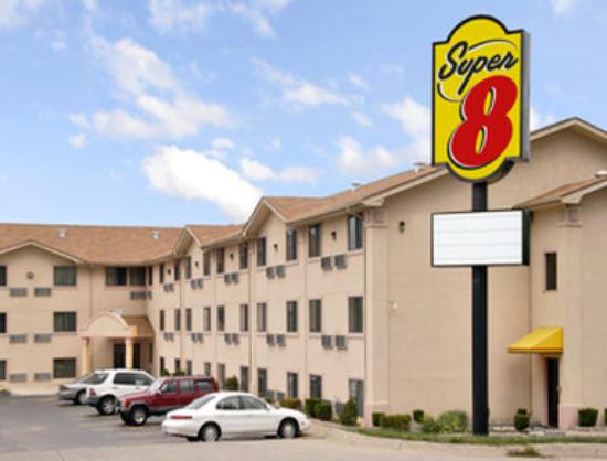 Super 8 Bridgeton/Airport: Welcome to the Super 8 BridgetonArptSt Louis Are