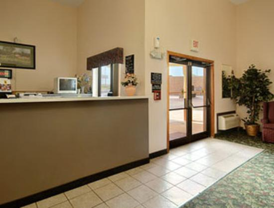 Super 8 Bridgeton/Airport: Lobby