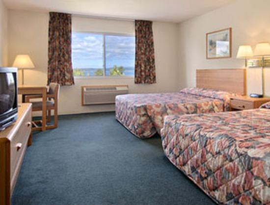 Super 8 Hotel Petoskey: Standard Two Queen Bed Room