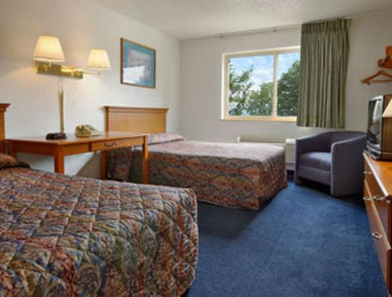 ‪‪Super 8 Newburgh‬: Standard Double Bed Room‬