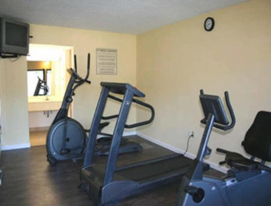 Travelodge Inn &amp; Suites Jacksonville Airport : Fitness Room 