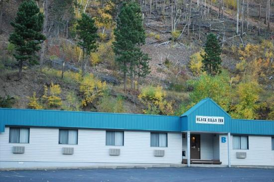 Black Hills Inn & Suites: Building B - Autumn