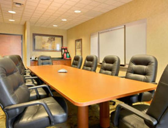 Wingate by Wyndham Bentonville: Boardroom