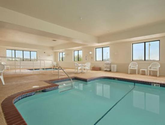 Wingate by Wyndham Bentonville: Pool